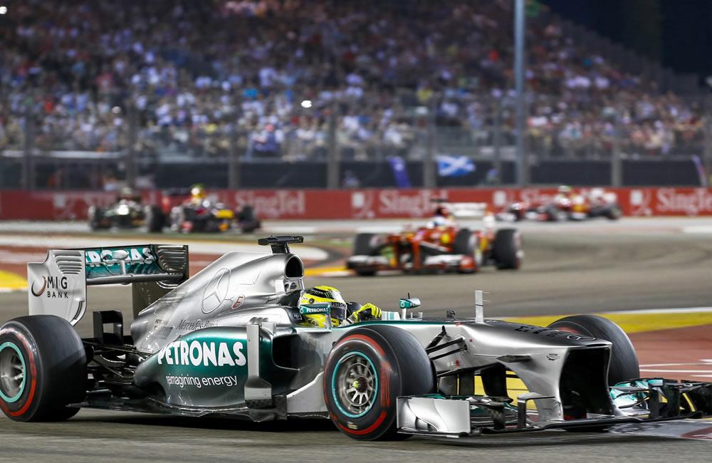 El piloto británico Lewis Hamilton durante el Gran Premio de Singapore. EFE