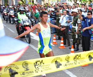 Calisaya y Toroya se adueñan de la carrera pedestre de Santa Cruz