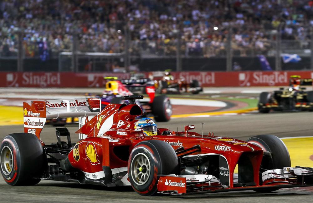 El piloto español Fernando Alonso durante el Gran Premio de Singapore. EFE