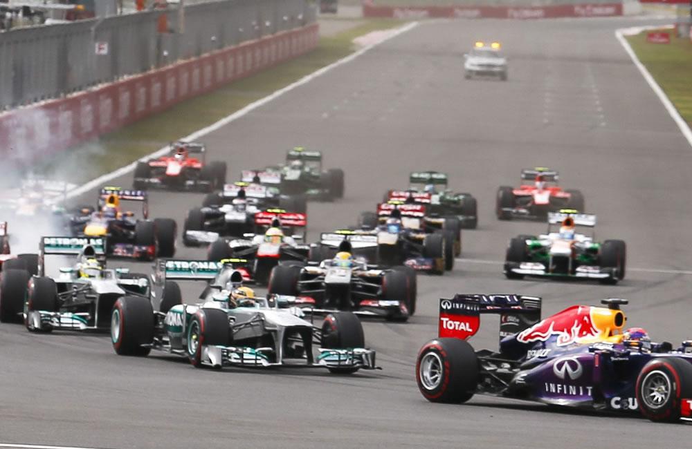 Pilotos en la largada del Gran Premio de Corea. EFE