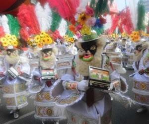 Bolivianos en el extranjero se unen para difundir sus tradiciones folclóricas