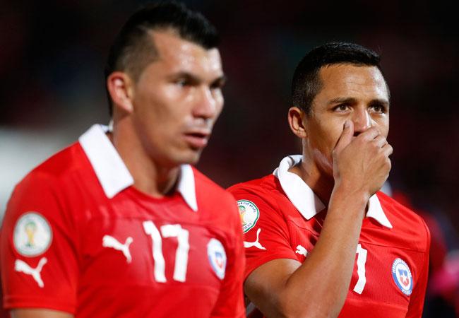 Los jugadores de la selección chilena Alexis Sanchez (d) y Gary Medel (i). EFE