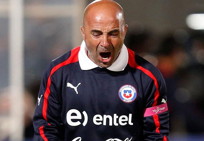 El técnico de la selección chilena, Jorge Sampaoli, celebra el gol de su equipo contra Ecuador. EFE
