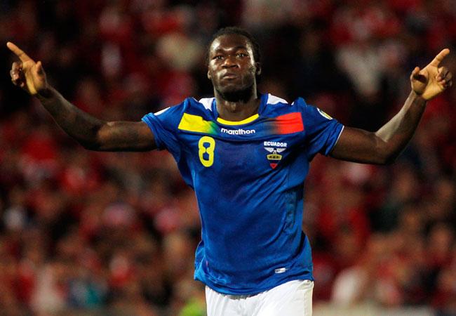 El jugador de Ecuador, Felipe Caicedo, celebra su gol ante Chile. EFE