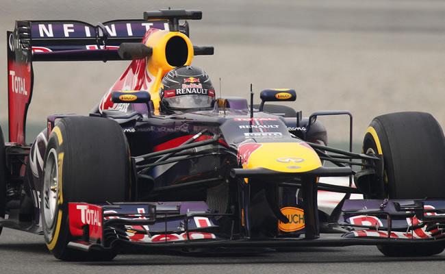 El piloto alemán Sebastian Vettel (Red Bull) participa en la segunda sesión de entrenamientos libres del GP de la India. EFE