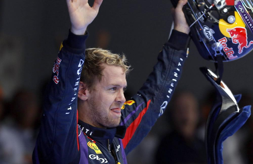 El piloto alemán Sebastián Vettel celebra el título del Gran Premio de la India. EFE