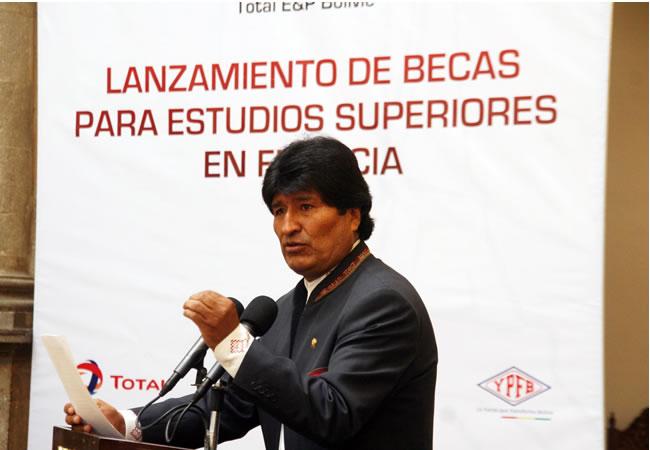 Petrolera francesa Total formará a profesionales bolivianos en hidrocarburos