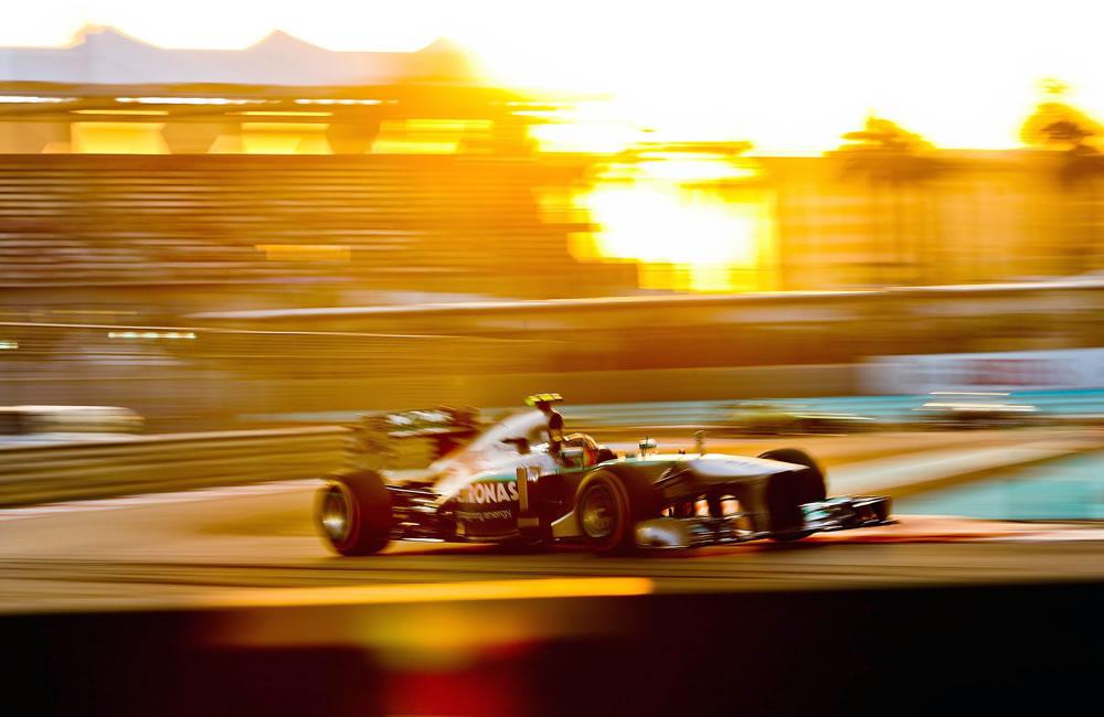Webber logra la 'pole' en Abu Dabi, Alonso saldrá undécimo