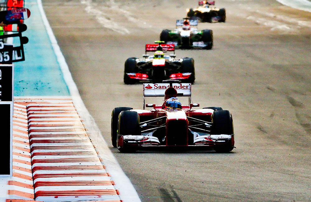 El piloto español Fernando Alonso durante el Gran Premio de Abu Dabi. EFE