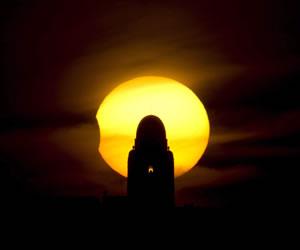El eclipse solar adelanta el atardecer de Kenia