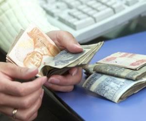 Jubilados marchan en demanda de un incremento en sus rentas mensuales