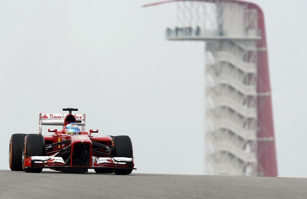 El piloto español Fernando Alonso durante la clasificación del Gran Premio de Estados Unidos. EFE