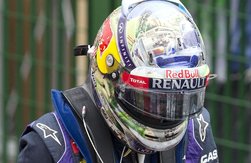 El piloto alemán Sebastian Vettel, de la escudería Red Bull, celebra tras lograr la pole position . EFE