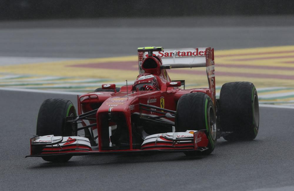El piloto brasileño de la escudería Ferrari, Felipe Massa, en acción . EFE
