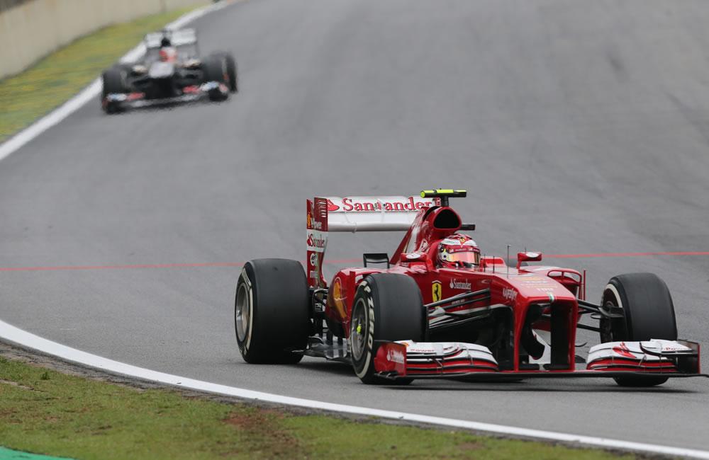 El piloto brasileño Felipe Massa, de Ferrari, en acción. EFE