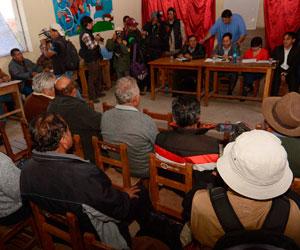 Jubilados retrasan inicio de marcha y dialogan con el Gobierno