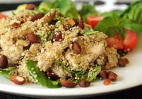 Ensalada de quinua, pollo y almendras