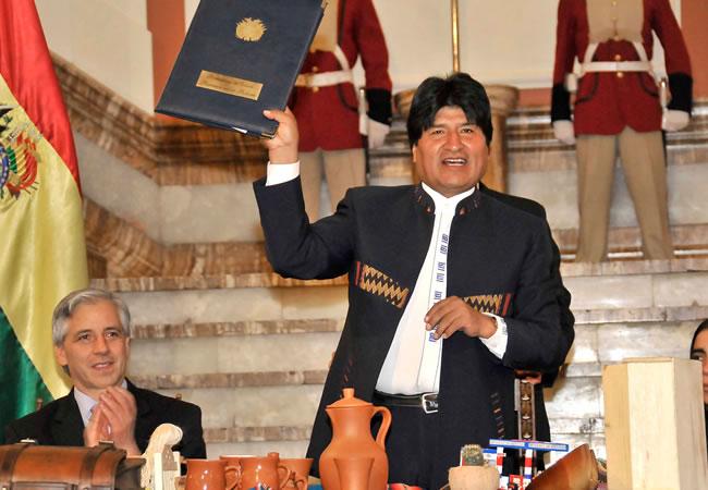 Morales promulga Ley de Gobiernos Autónomos Municipales