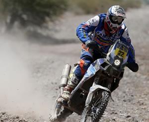 Duclos gana la sexta etapa en motos por delante de Coma, que sigue líder