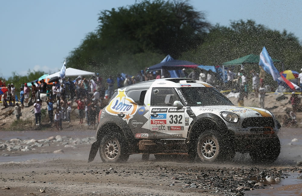 Peterhansel gana sexta etapa del Dakar por delante de Al Attiyah y Terranova