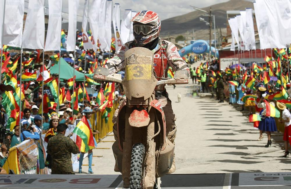 El piloto español Joan Barreda en la llegada del Rallly Dakar 2014, a Bolivia. EFE