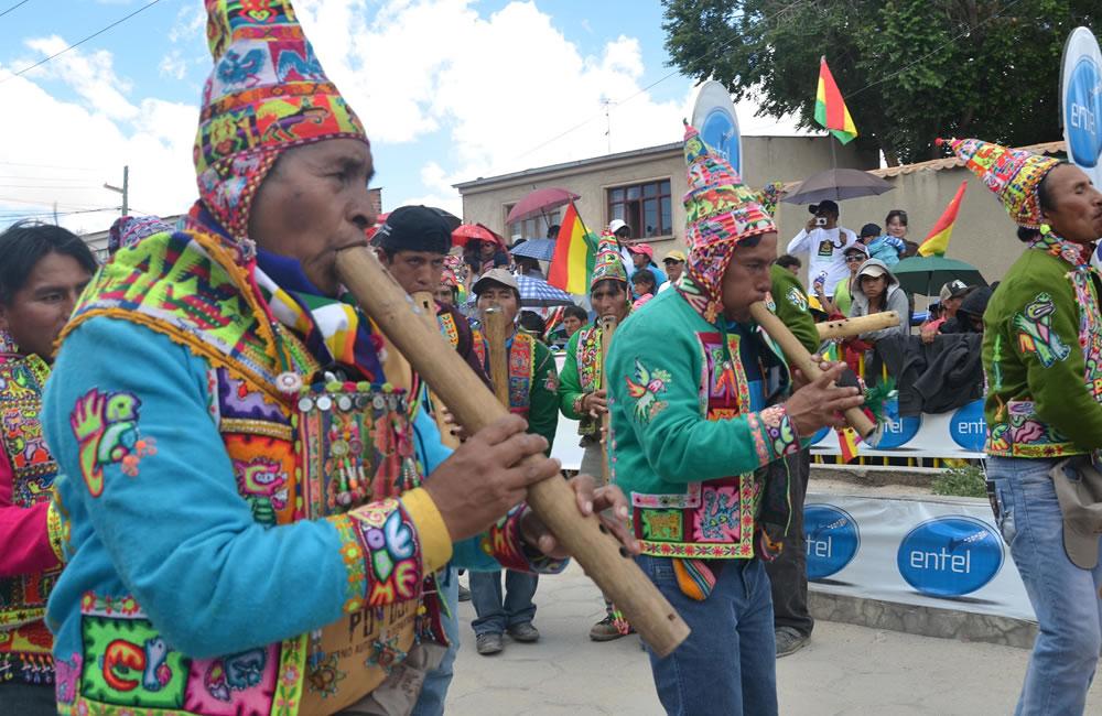 La música y la danza boliviana brillo en el Rally Dakar