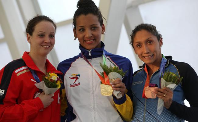 Venezolana Pinto impone su ley en la piscina y suma ya cinco oros en Santiago