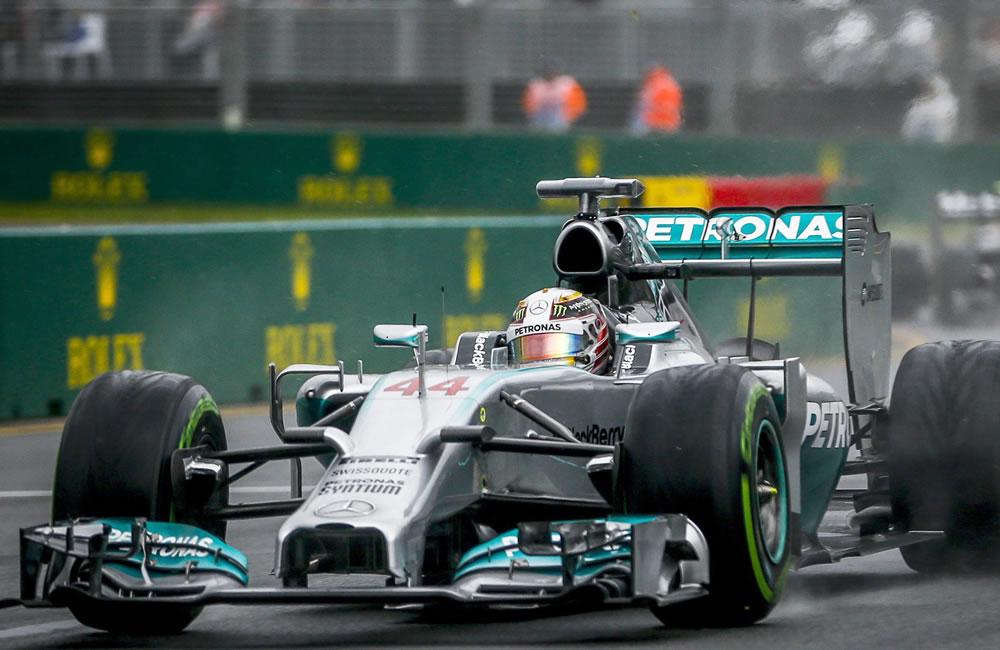 El piloto británico Lewis Hamilton saldrá primero en el Gran Premio de Australia. Foto: EFE