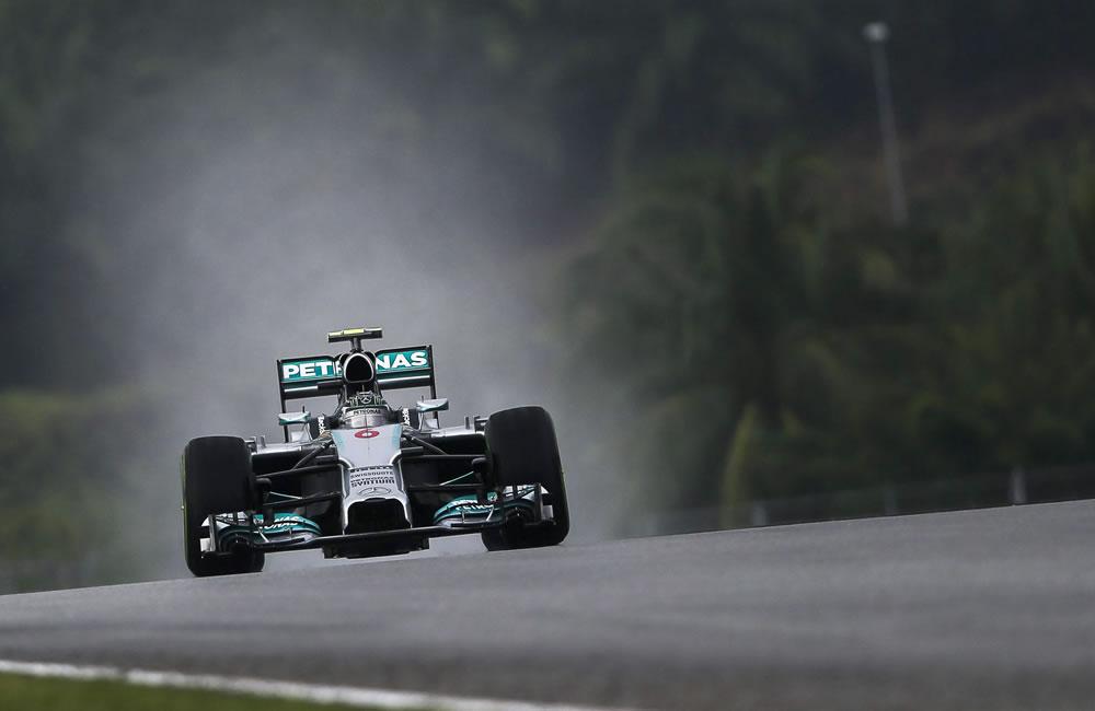 El piloto alemán Nico Rosberg durante la preclasificación del Gran Premio de Malasia. Foto: EFE