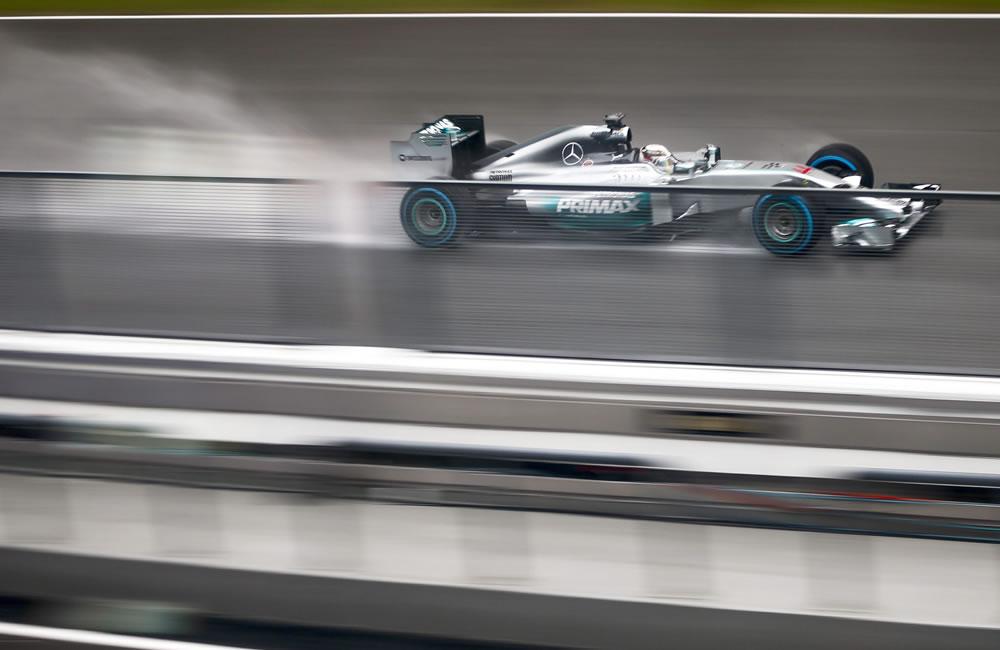 El piloto británico Lewis Hamilton durante la preclasificación del Gran Premio de Malasia. Foto: EFE
