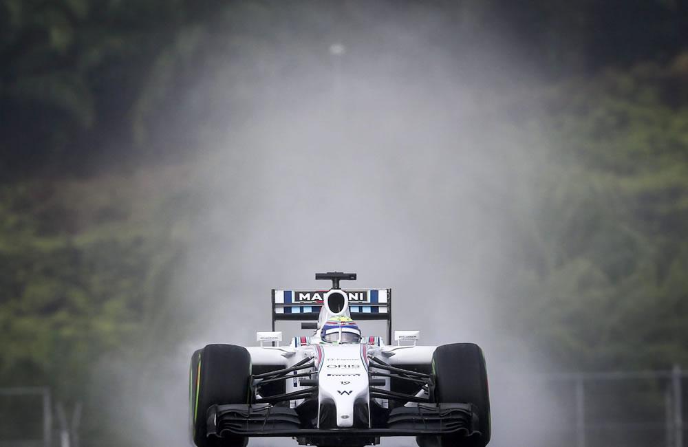 El piloto brasileño Felipe Massa durante la preclasificación del Gran Premio de Malasia. Foto: EFE