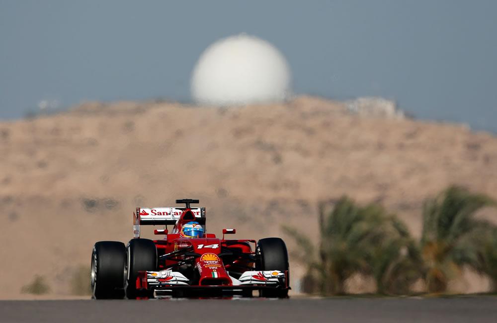 El piloto español Fernando Alonso durante la clasificación del Gran Premio de Baréin. Foto: EFE