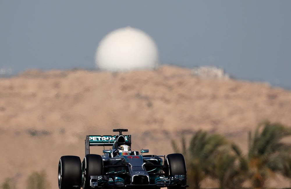 El piloto británico Lewis Hamilton durante la clasificación del Gran Premio de Baréin. Foto: EFE