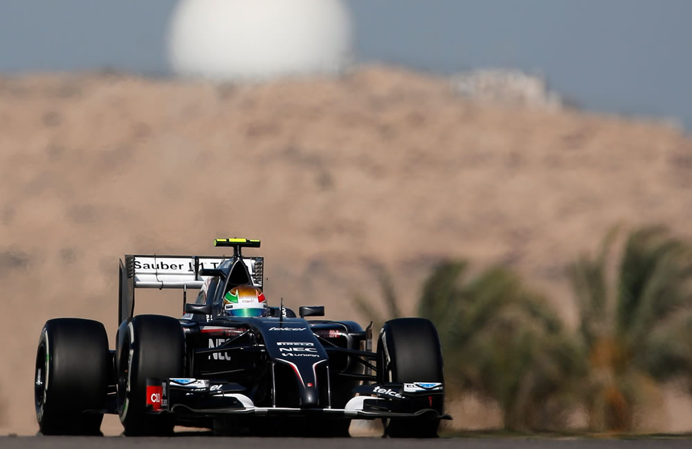 El piloto mexicano Esteban Gutiérrez durante la clasificación del Gran Premio de Baréin. Foto: EFE