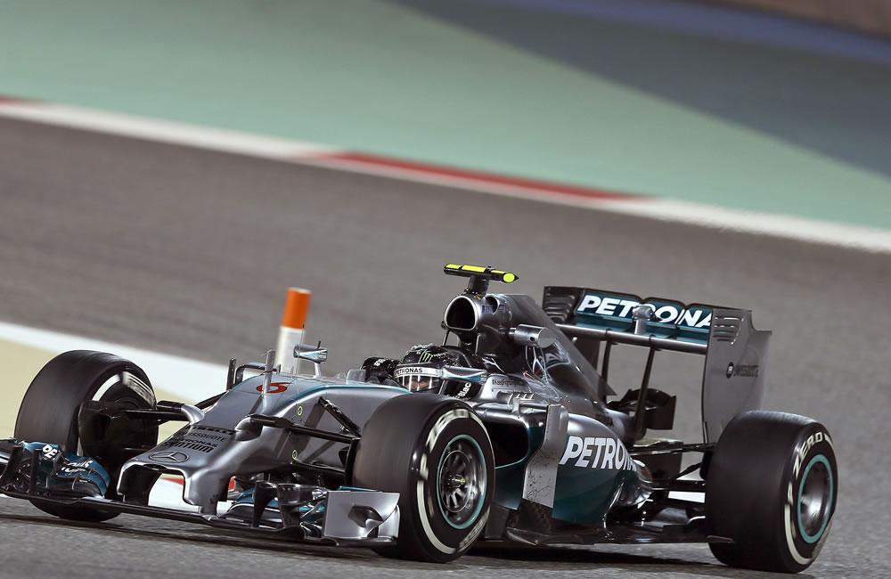 El piloto alemán Nico Rosberg durbritante la clasificación del Gran Premio de Baréin. Foto: EFE