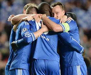 Demba Ba mete al Chelsea en semifinales con un gol al filo del minuto 90