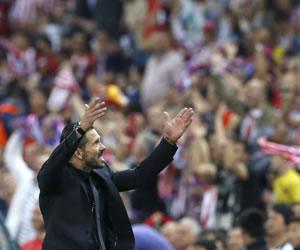 Homenaje de la afición atlética a jugadores y Simeone tras la clasificación