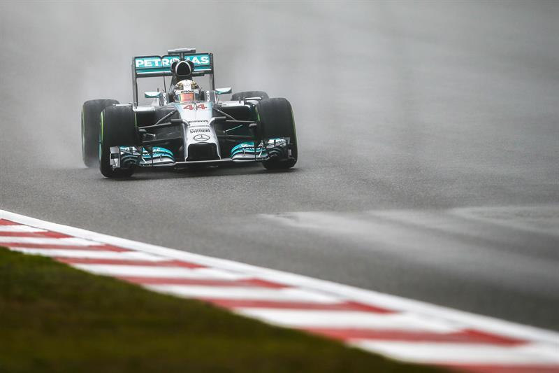 El piloto británico Lewis Hamilton durante la preclasificación del Gran Premio de China. Foto: EFE