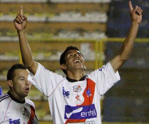 El colero Nacional Potosí derrota a uno de los líderes, The Strongest