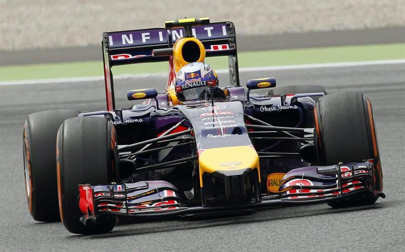 El piloto australiano Daniel Ricciardo, del equipo Red Bull, durante la tercera sesión de entrenamientos libres. Foto: EFE