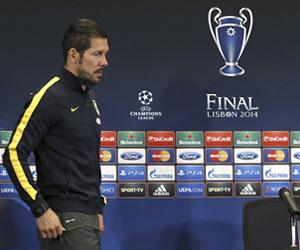 El DT argentino del Atlético de Madrid, Diego Simeone, durante la conferencia de prensa previo a la final de la Champions. EFE