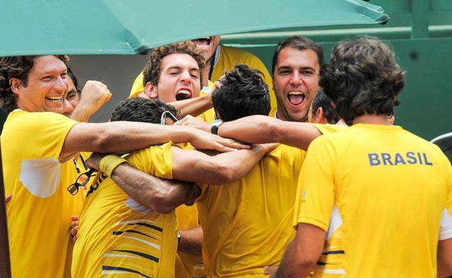 Brasil elige pista de tierra batida en Sao Paulo para enfrentar a España