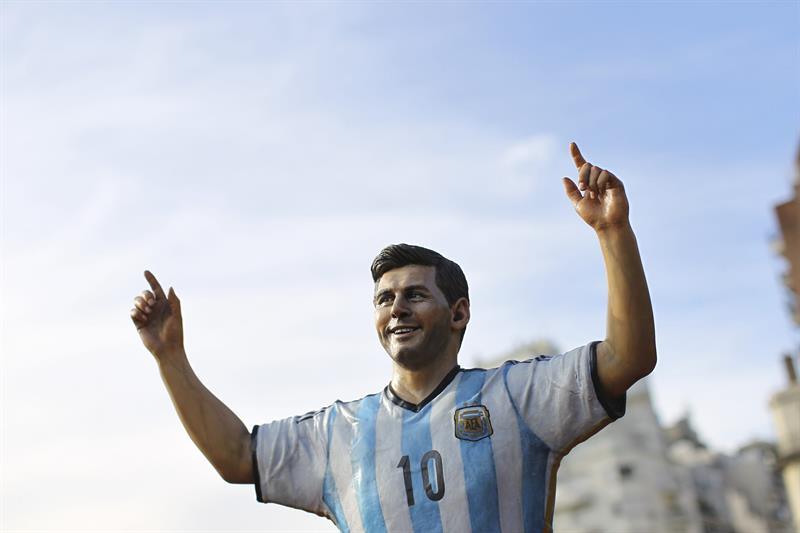 Una escultura del jugador de la selección argentina Lionel Messi. EFE