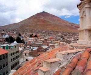 Buscan reubicar a mineros para frenar hundimiento de la cima del Cerro Rico
