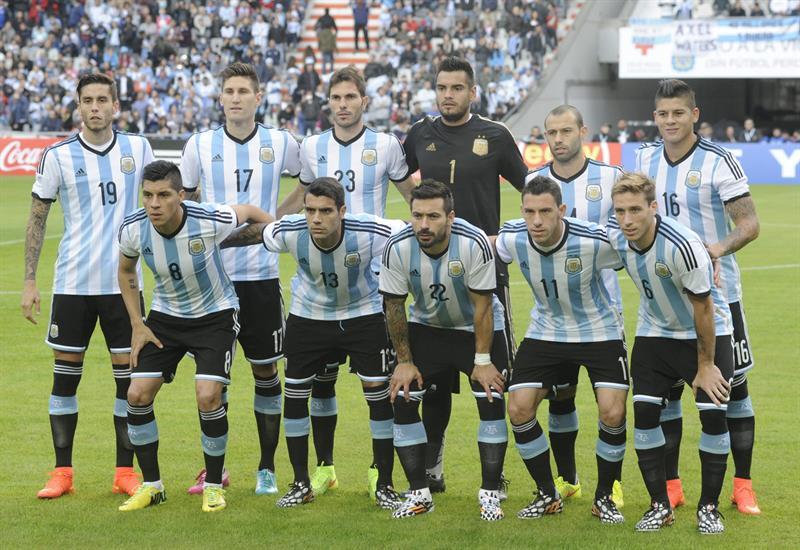 La plantilla de Argentina posa previo al partido. Foto: EFE