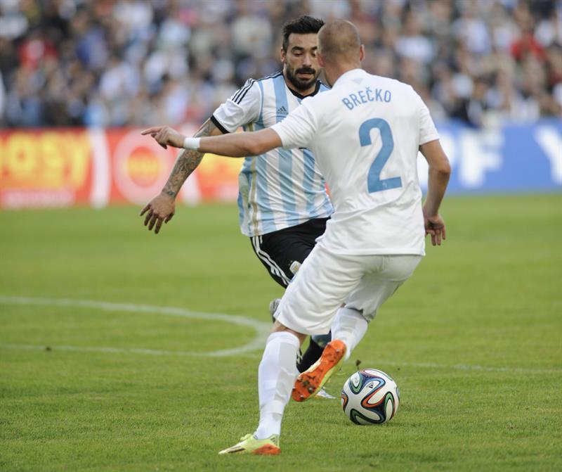 El jugador agustin lavezzi (i) de Argentina. Foto: EFE