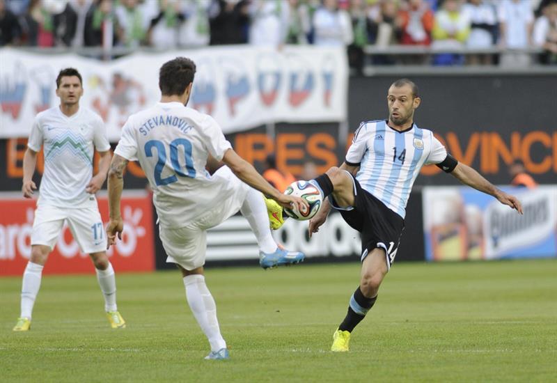 El jugador Javier Mascherano (d) de Argentina. Foto: EFE