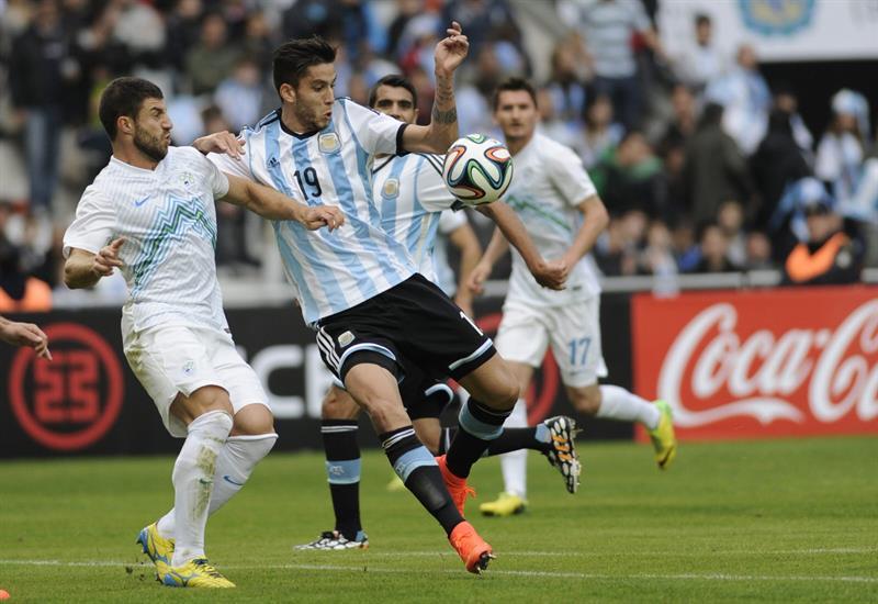 El jugador Ricky Álvarez (d) de Argentina. Foto: EFE