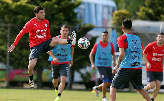 El jugador de la selección nacional de Chile Eugenio Mena. Foto: EFE