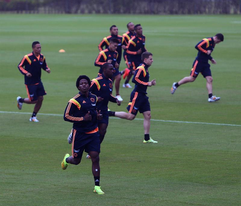 Jugadores de la selección colombiana de fútbol participan en el tercer entrenamiento del seleccionado nacional . EFE